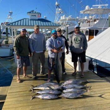 Tunas are still biting! Catch 9 nice yellowfin!!